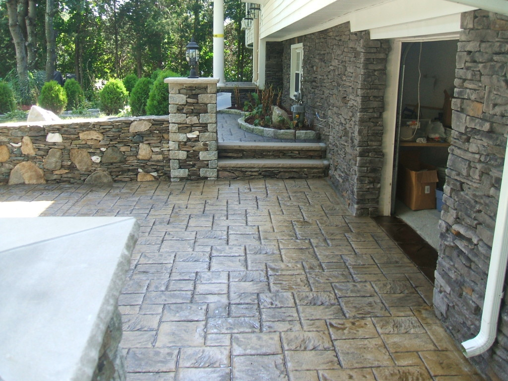 photo of a stamped concrete driveway